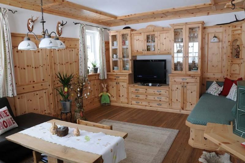 wohnzimmer mit galerie modern